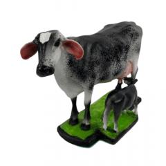 Miniatura de Vaca Girolando e Bezerro