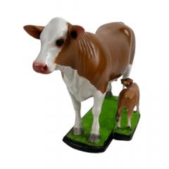 Miniatura de Vaca Simental e Bezerro