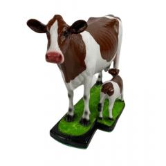 Miniatura de Vaca Holandesa e Bezerro